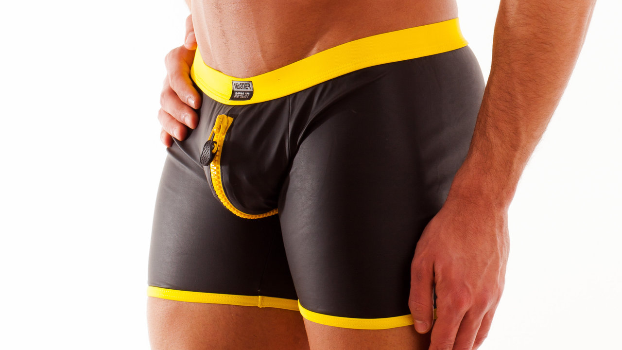 Leatherlike-Micro 2-way-Zip-Short black-yellow